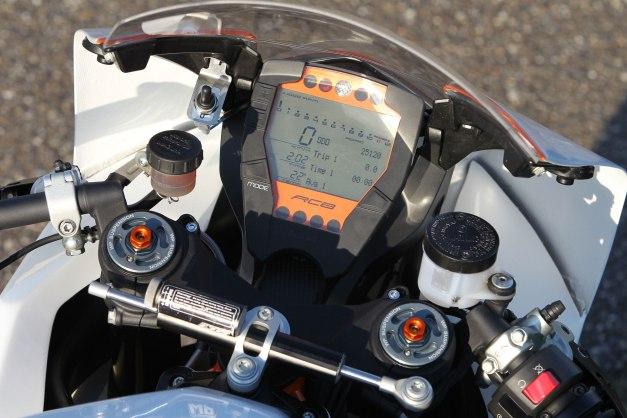 2012-KTM-1190RC8RTrack4