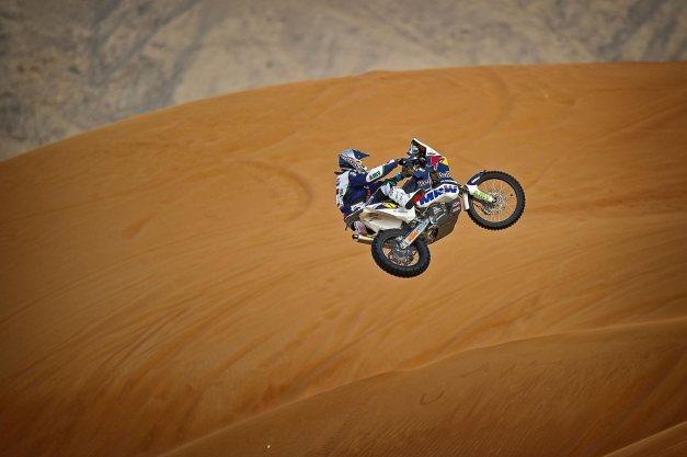marc-coma-ktm-450-dakar-desert-jump-6
