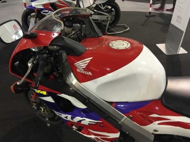 Honda RC45 (2).JPG